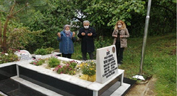 Giresun'da şehit aileleri şehit yakınlarının mezarlarını ziyaret edip, dua ettiler.