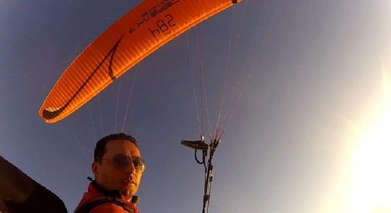 Sis Dağı'ndan yamaç paraşütüyle 45 km mesafedeki Beşikdüzü ilçesine uçtu