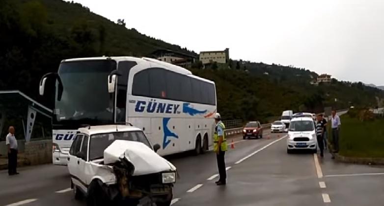 Giresun'un Eynesil ilçesinde iki otomobilin çarpıştığı trafik kazasında 4 kişi yaralandı.